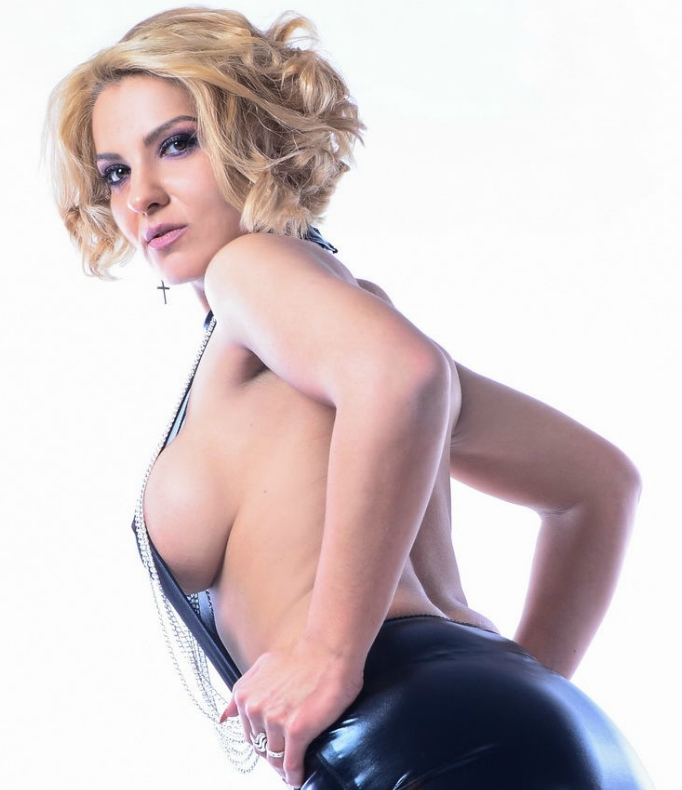 Nicole pro scene